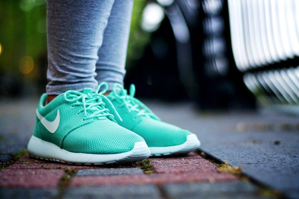 Nike Roshe Women Tropical Twist   The Centre for Contemporary History 1f07bd235b