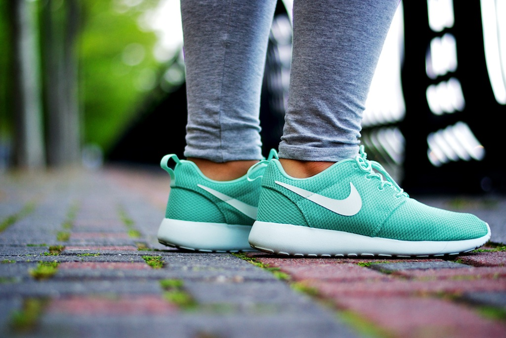 Buy Nike Roshe Run Tropical Twist   The Centre for Contemporary History 440dd09017