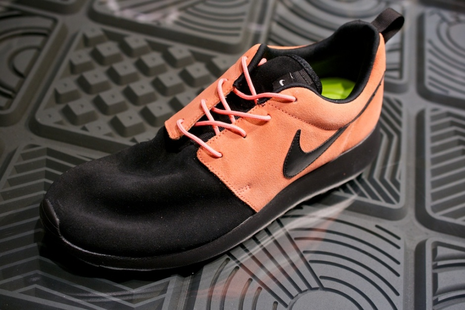 Nike Roshe Run Swatches black atomic pink