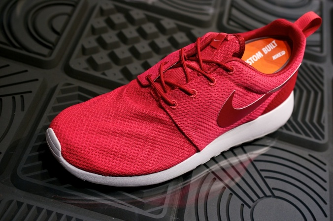 Nike Roshe Run Swatches fusion red