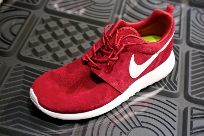 Nike Roshe Run Swatches gym red