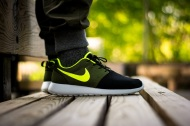 """Customizer: Nike Roshe Run iD """"UrbanVolt"""""""