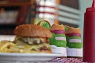 "Sneek Peek: Saucony x End Shadow 5000 ""Burger"""