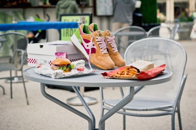 Saucony End Shadow 5000 Burger 1